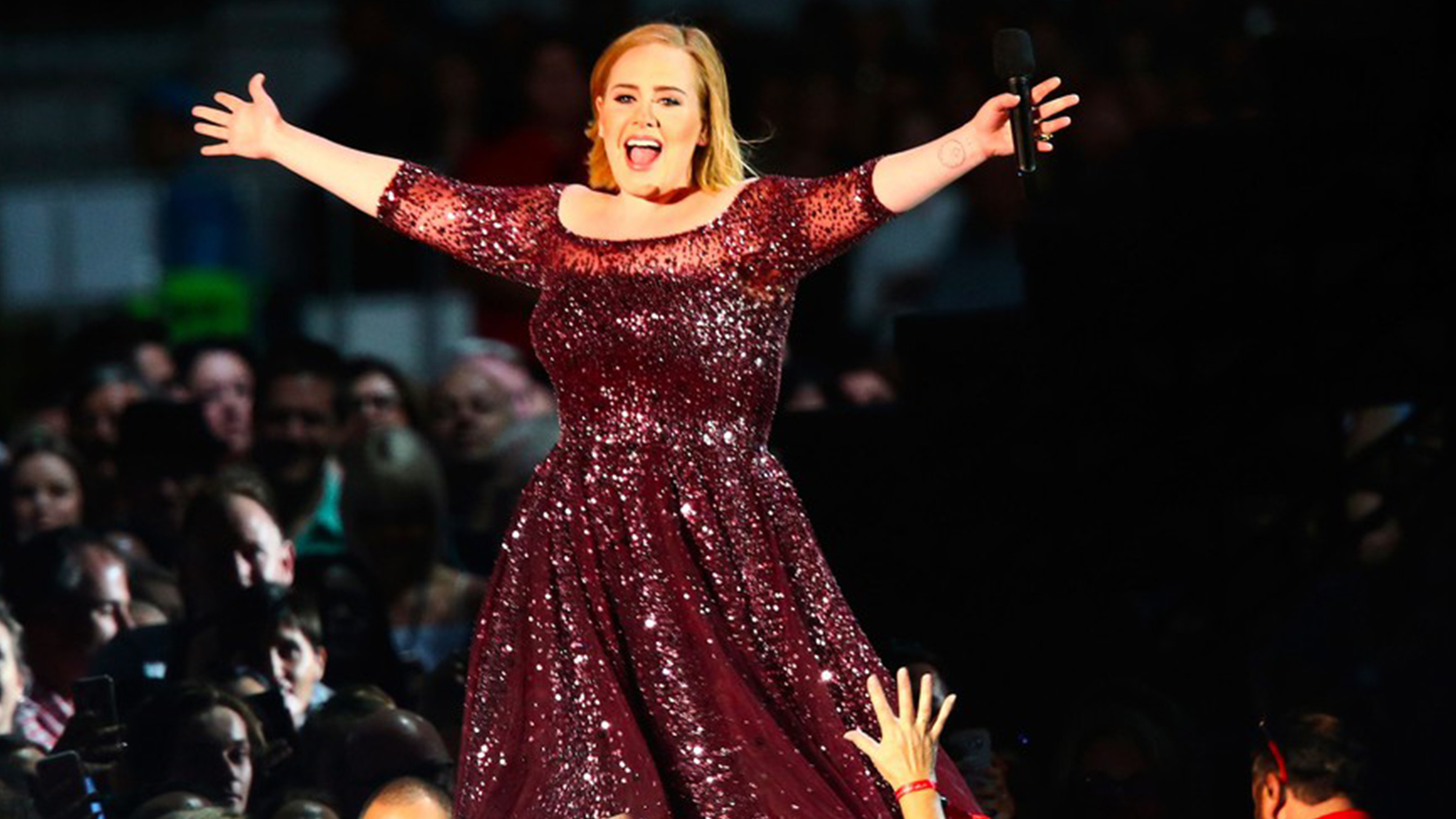 Adele stand up home