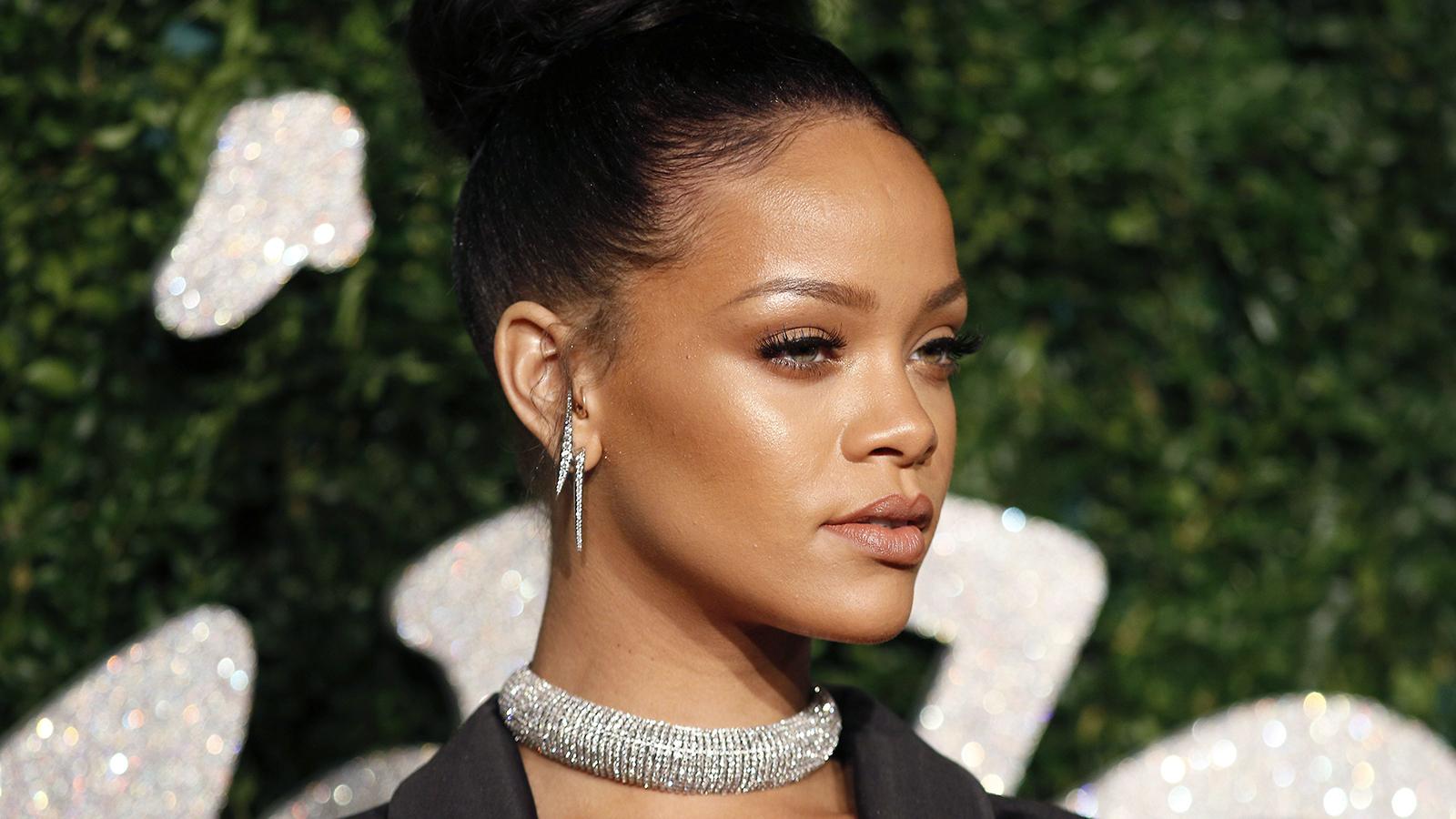 Rihanna thumb