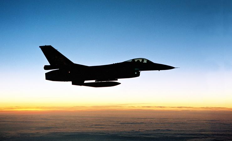 F 16 silhouet