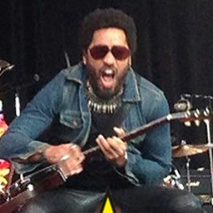 Lenny kravitz nsfw pants rip waredrobe malfunction aug 2015 billboard 650 censored