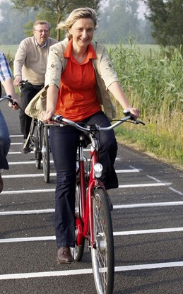 Crevits op fiets