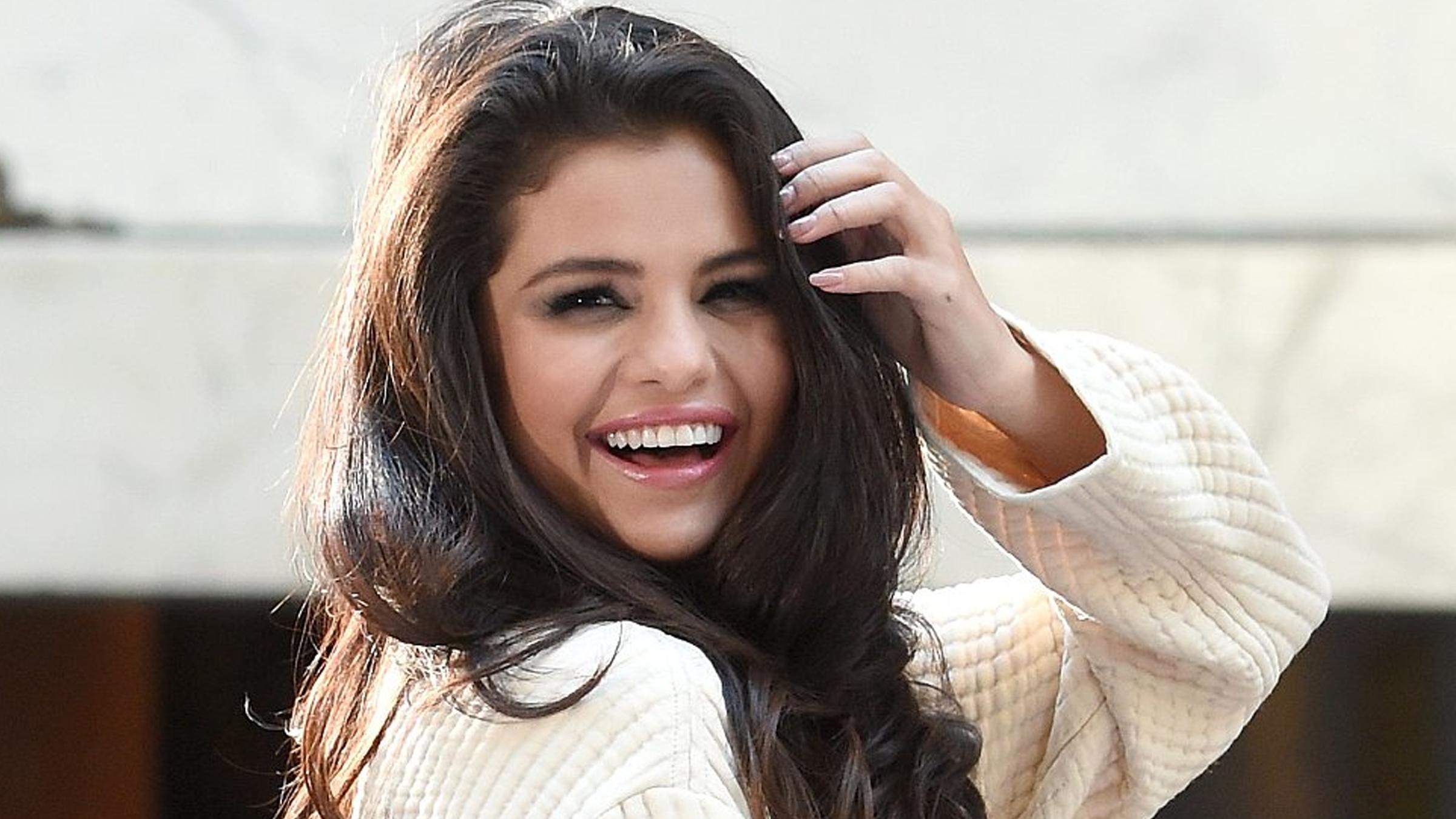 Selena instagram teaser